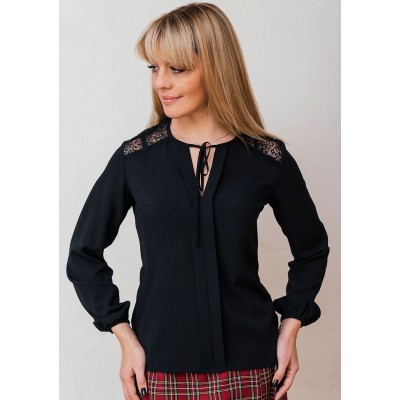 00567 Блуза из крепа черная с кружевом