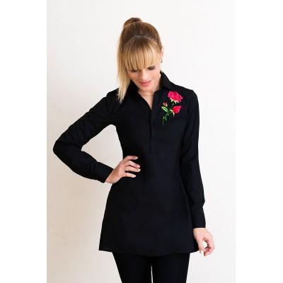 00547 Рубашка из хлопка черная с аппликацией роза