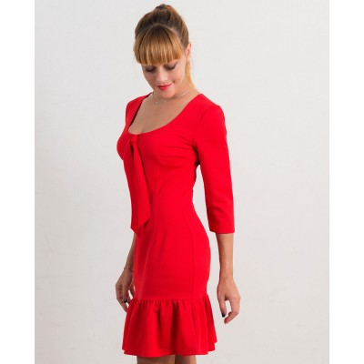 00525 Платье из фактурного трикотажа с воланом красное